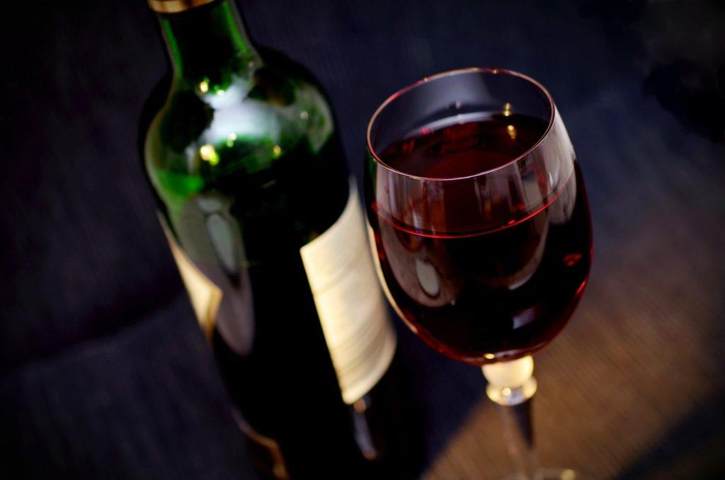 Czerwone wino prosto z Włoch.